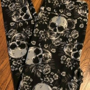 Lularoe Creepin It Real Skull Leggings